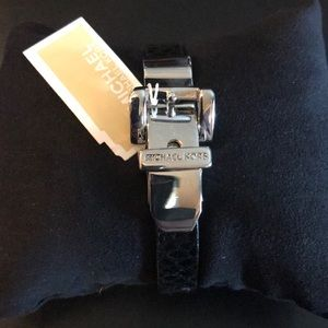 Michael Kors bracelet w buckle leather NWT